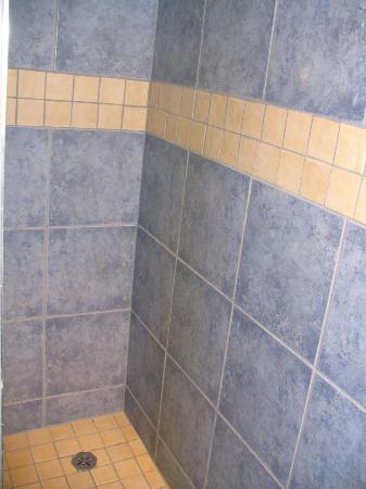 Les Chalets Baie Cascouia: Carrelage salle de bain