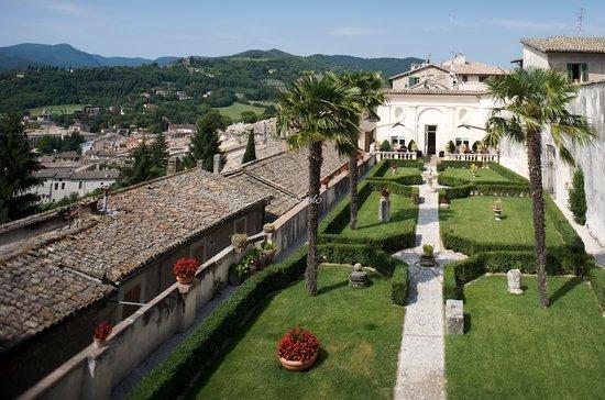 Palazzo Leti Residenza D'Epoca: Giardino