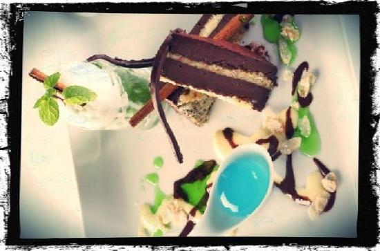 Red Snapper Restaurant & Bar: 70% Dark Chocolate Pave