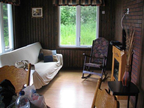 Les Chalets Baie Cascouia: salon