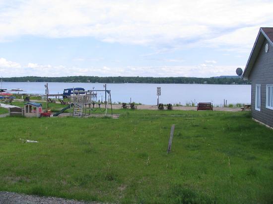 Les Chalets Baie Cascouia: Vue du chalet