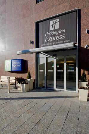 Holiday Inn Express Amsterdam-Sloterdijk Station: Hotel entrance