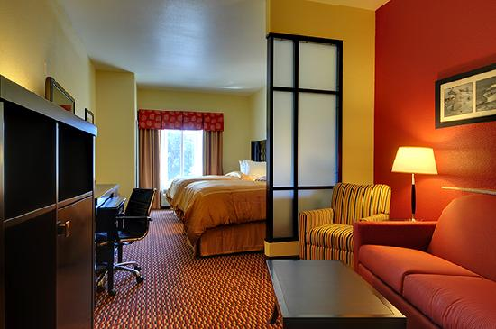 Comfort Suites Leesville : King suite