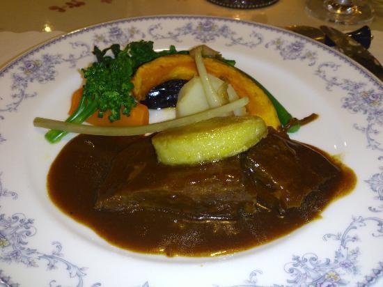 Kurinokinoshita: 牛ほほ肉の赤ワインやわらか煮とフォアグラソテー