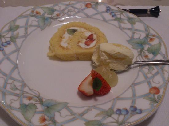 Kurinokinoshita: 手作りロールケーキとアイスクリーム