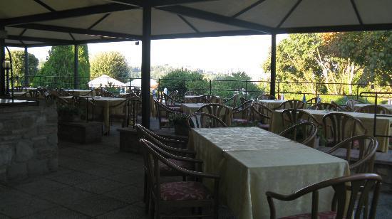 """Abbazia dei Collemedio: die """"sehr einladende"""" Terrasse"""
