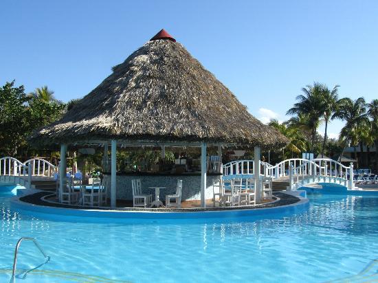 foto de sol palmeras varadero bar de la piscine. Black Bedroom Furniture Sets. Home Design Ideas