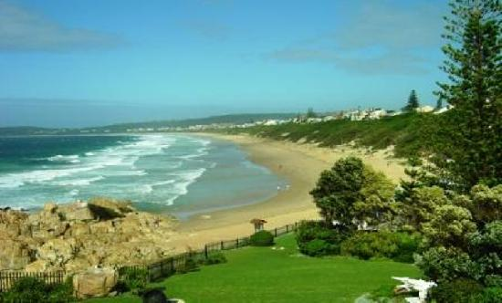 Indigo Bay Seafood and Grill House: View of wonderful Robberg Beach from the Restaurant
