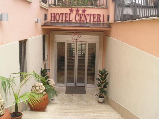 Hotel Center 1: Hotel Entrance
