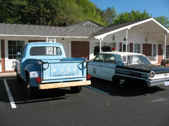 Mayberry Motor Inn: Andy Griffith Show Truck & Police Car