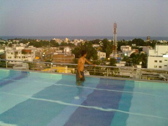 Kids in pool picture of hotel atithi pondicherry tripadvisor for Hotels with swimming pool in pondicherry
