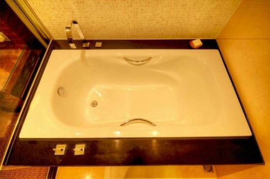 Grand Hyatt Macau tub