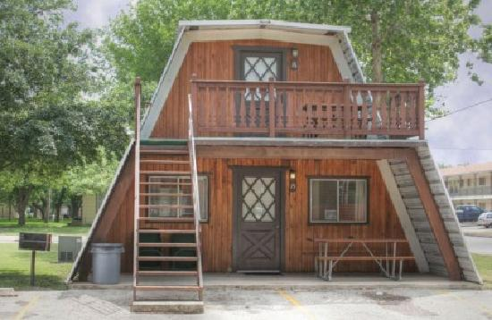 Heidelberg Lodges : Our cute A-frame cottages await your arrival.