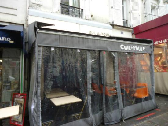 front entrance picture of cul de poule paris tripadvisor. Black Bedroom Furniture Sets. Home Design Ideas