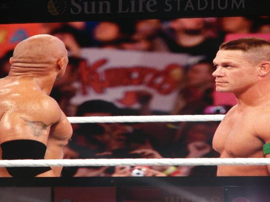 Miami Gardens, Floryda: The Rock vs John Cena