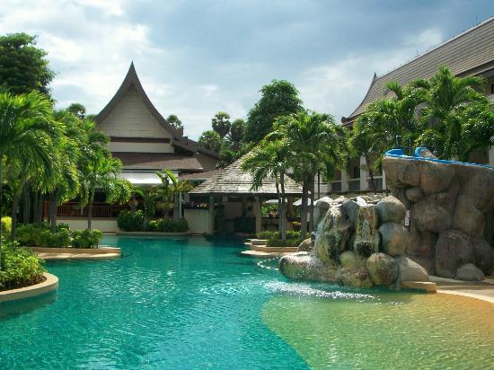 Centara Kata Resort Phuket: seasons restaurant & pool bar