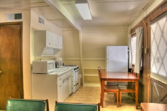 Heidelberg Lodges: Two bedroom cottage, kitchen area