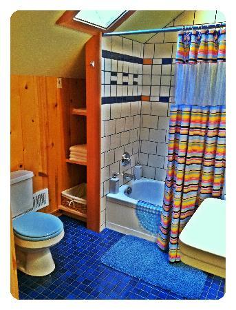 Juniper Lane Guest House: Green Tea bathroom