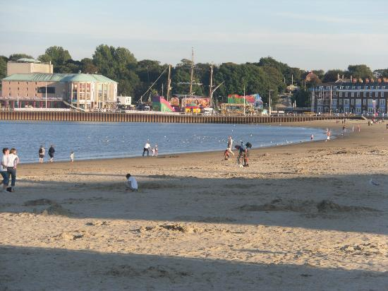 Weymouth beach on a fine evening (40835687)