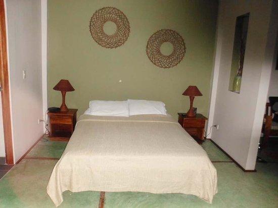 Hotel Plaza Yara: Comfy bed!