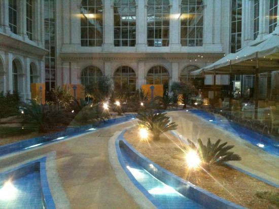 Silken Al-Andalus Palace Hotel: vista desde el desayunador