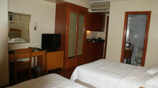City Garden Hotel Makati: delux room on 19th floor