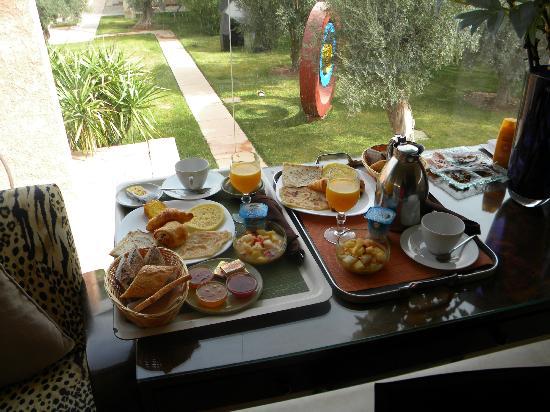 Hôtel Dar Sabra Marrakech : Breakfast in bed!