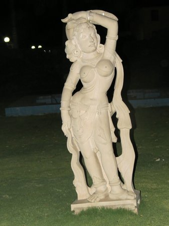 Sehore, India: Statutes in garden