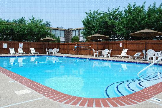 Ramada by Wyndham Triangle/Quantico: Outdoor Pool