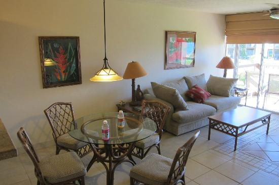 Hale Kamaole: Living room