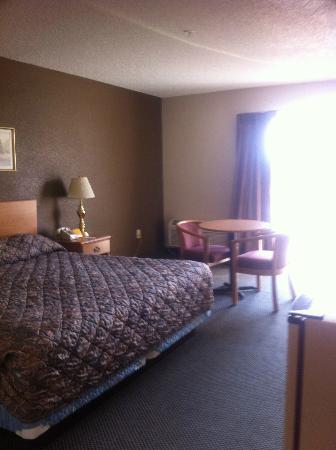 Super 6 - Waynesville : King size bed