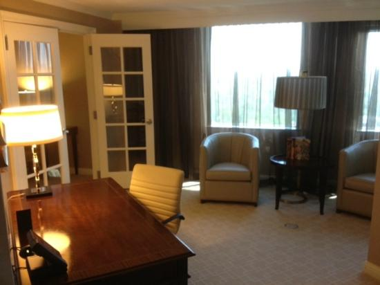JW Marriott Atlanta Buckhead: entrance from foyer