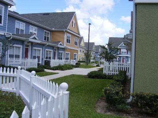 Villas at Seven Dwarfs Lane : condo's are set up in blocks