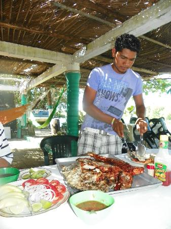 Laguna de Tres Palos: The fish was cut and served to guests.