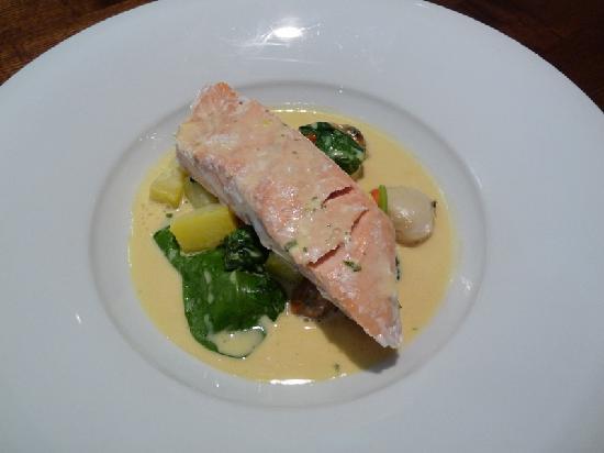 Bailey's Bar & Restaurant: Salmon