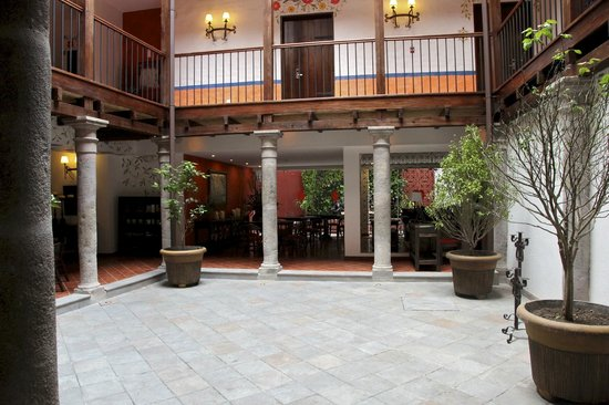 La Casona de la Ronda Heritage Boutique Hotel: Interior of the hotel... used to be the courtyard.