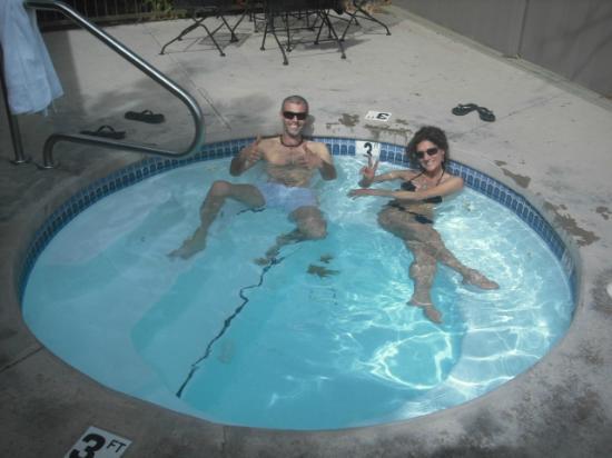 Rodeway Inn & Suites Iris Garden: Piccola piscina riscaldata