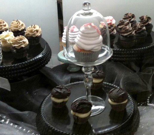 Johnny Como's Cupcakes and Coffee: Cupcake heaven!