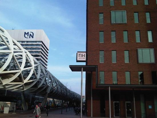 NH Den Haag: The tram is very convenient for the hotel.