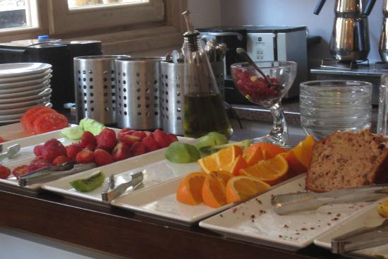 Hotel Empress Zoe: Breakfast buffet