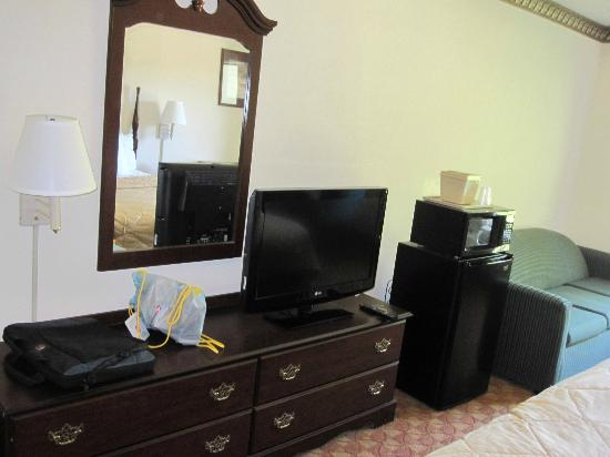 Comfort Inn & Suites : Tall Fridge & Tiny Microwave Oven