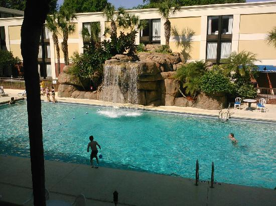 Altamonte Hotel and Suites: A view from the balcony infront of our room, looking out to the pool.