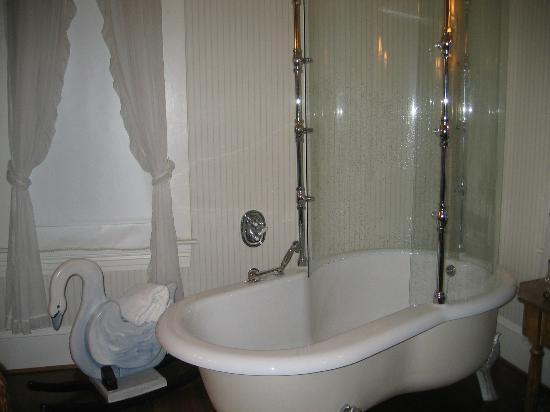 Sandes of Time Bed & Breakfast: Winter Garden oversize bath