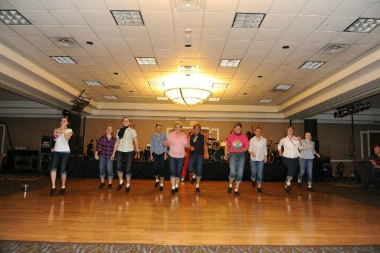 Holiday Inn Solomons Conference Center and Marina : tap dancers performing with Elvis
