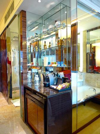 Coffee tea mini bar area picture of the fullerton bay for Mini coffee bar