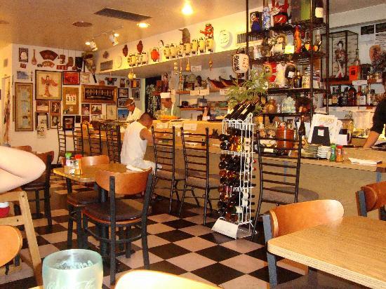 Tanuki Sushi Bar & Garden: Interior of restaurant