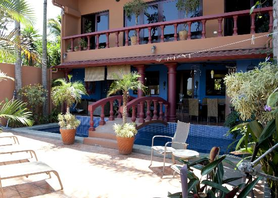 Casa Bella Rita Boutique Bed & Breakfast: Bridge over the pool