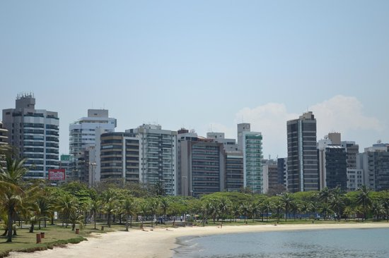 Vitoria, ES: Praia do Canto, vista da Ilha do frade