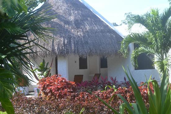 Amarte Hotel: front porch