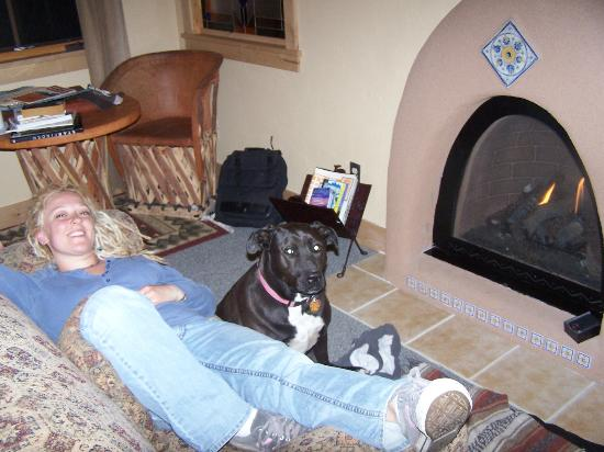 Wild Horse Inn: Relaxing by the fire.